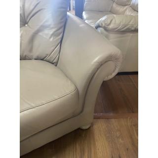 Sofa de piel y sillon